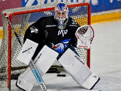 Adler Mannheim Goalie Johan Gustafsson