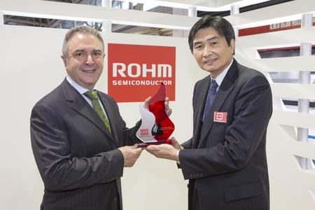 Award ceremony for Silica at the ROHM electronica 2012 booth / From left to right: Miguel Fernandez, President SILICA, Satoshi Sawamura, President ROHM Co., Ltd.