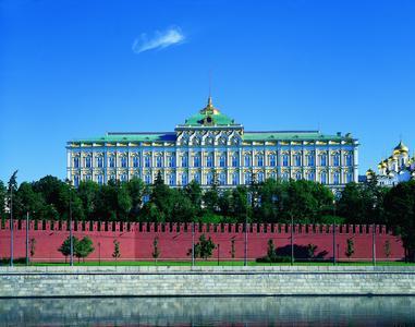 Hochwertige Beschichtung für ein eindrucksvolles Bauwerk: Der Kreml-Palast in Moskau wurde mit der Siliconharz-Fassadenfarbe Amphisilan restauriert.