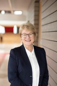Bettina Klump-Bickert, DAW Nachhaltigkeit, freut sich über die erneute Auszeichnung des VCI Hessen und den Gewinn des Responsible Care-Preises 2021.